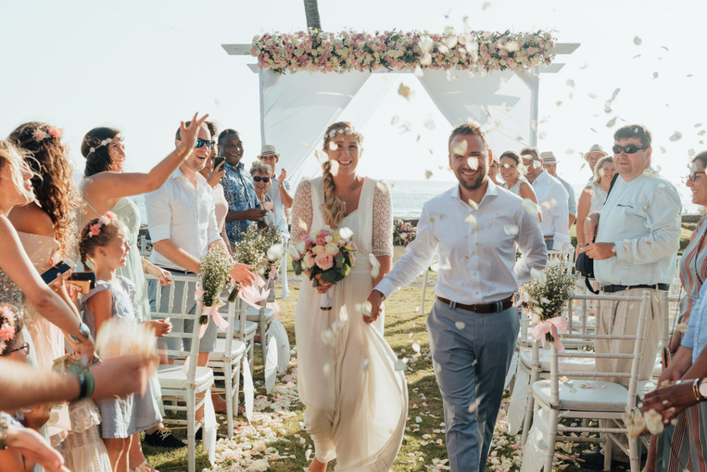 Ceremonie mariage sur la plage a Bali