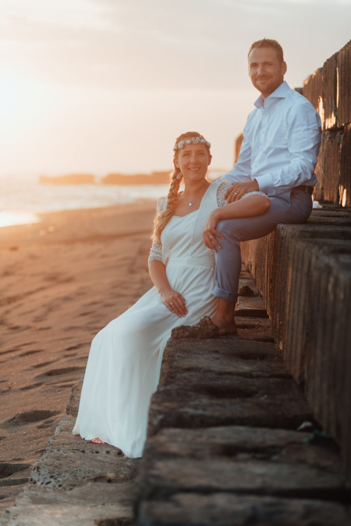 Coucher de soleil sur la plage a Bali pendant un mariage