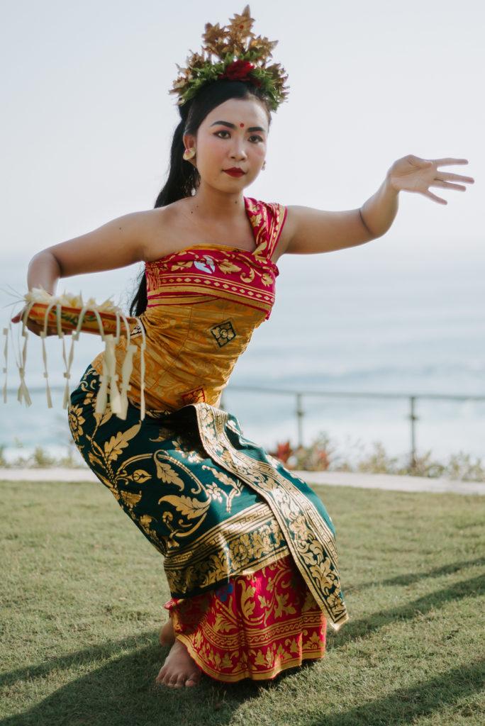 Danseuse Balinaise pendant un mariage