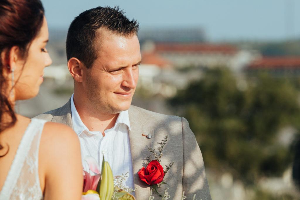 Le marie pendant la ceremonie