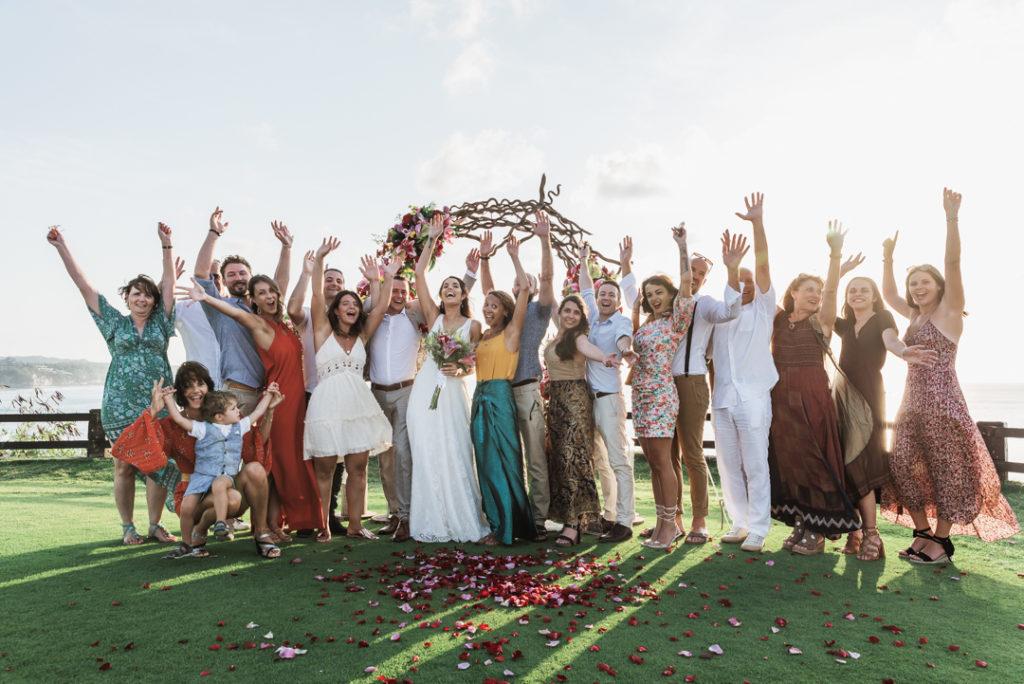 Photo de groupe a la fin du mariage