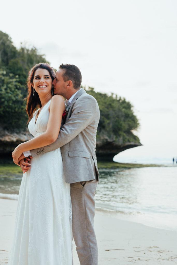 Photo sur la plage de Bali apres le mariage